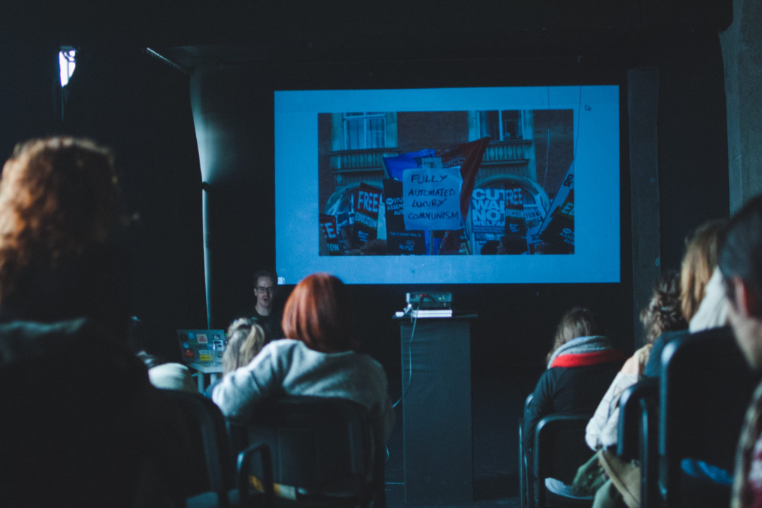 Prezentări și discuții cu Helen Hester, Nick Srnicek, Raluca Voinea